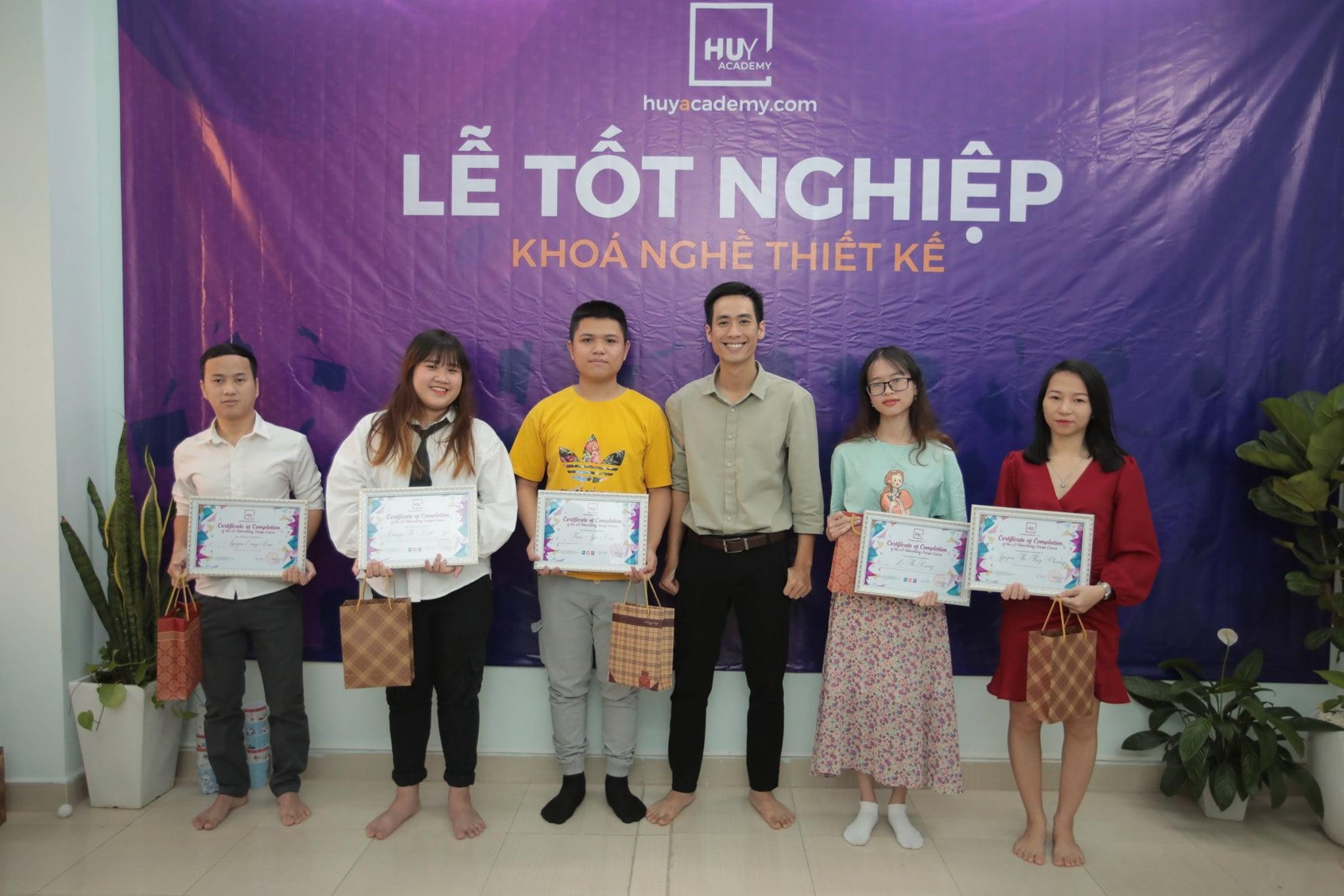Lễ tốt nghiệp khóa nghề thiết kế đà nẵng 1-2021 (5)