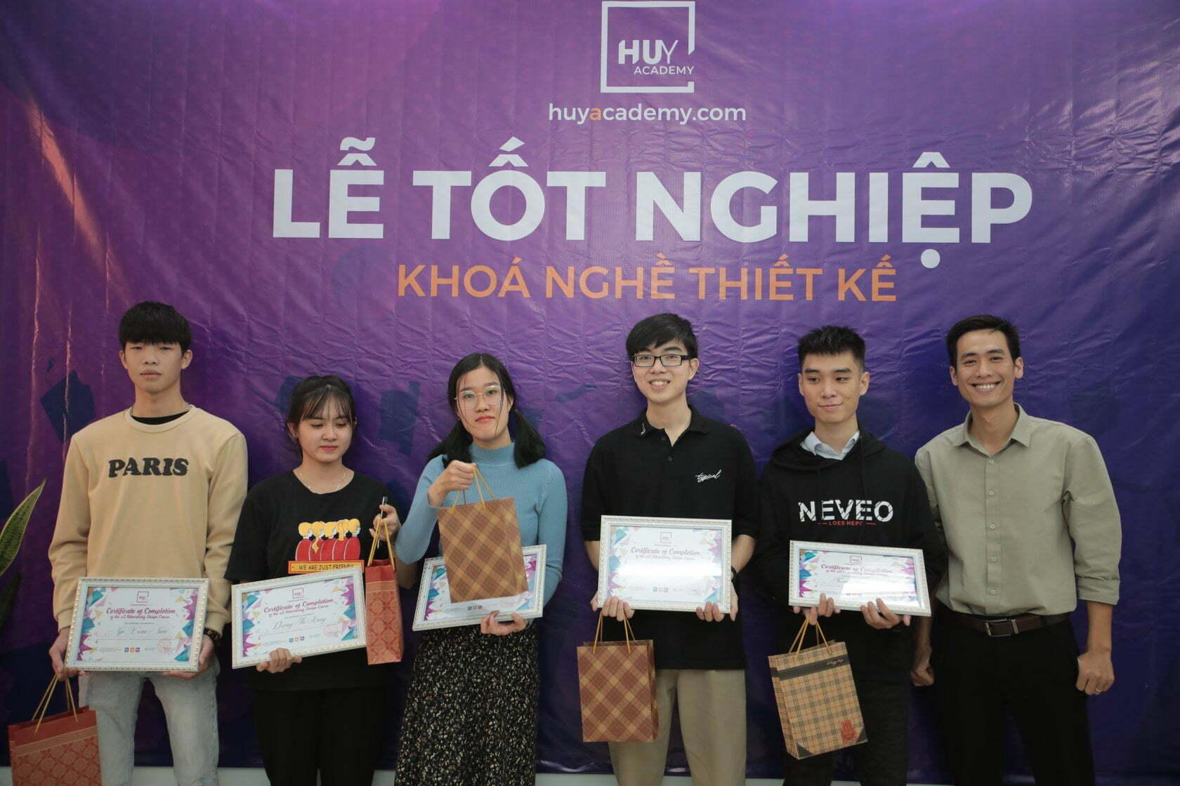 Lễ tốt nghiệp khóa nghề thiết kế đà nẵng 1-2021 (7)